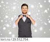 Купить «happy man in festive suit dressing for party», фото № 29512754, снято 15 декабря 2017 г. (c) Syda Productions / Фотобанк Лори