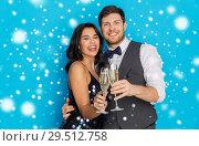 Купить «happy couple with champagne celebrating christmas», фото № 29512758, снято 15 декабря 2017 г. (c) Syda Productions / Фотобанк Лори