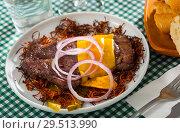 Купить «Appetizing beef steak on carrot chips», фото № 29513990, снято 22 апреля 2019 г. (c) Яков Филимонов / Фотобанк Лори