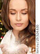 Купить «close up of beautiful woman holding fairy dust», фото № 29524630, снято 10 октября 2010 г. (c) Syda Productions / Фотобанк Лори