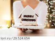 Купить «close up of woman with christmas gingerbread house», фото № 29524654, снято 30 октября 2014 г. (c) Syda Productions / Фотобанк Лори