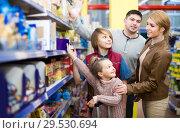 Купить «Parents with two kids choosing crispy flakes in shop», фото № 29530694, снято 15 декабря 2018 г. (c) Яков Филимонов / Фотобанк Лори