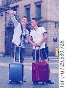 Купить «men with luggage are photographed on the phone», фото № 29530726, снято 1 августа 2017 г. (c) Яков Филимонов / Фотобанк Лори