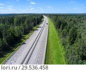 Четыре полосы для движения на платном участке автомобильной дороги М11, вид сверху. Стоковое фото, фотограф Кекяляйнен Андрей / Фотобанк Лори