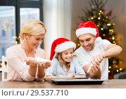 Купить «family decorating bakery by frosting on christmas», фото № 29537710, снято 26 октября 2013 г. (c) Syda Productions / Фотобанк Лори
