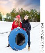 Купить «happy teenage girls with snow tubes in winter», фото № 29537954, снято 19 января 2015 г. (c) Syda Productions / Фотобанк Лори