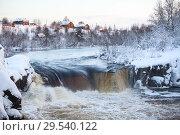 Купить «Равнинный водопад Воицкий падун с деревней на холме. Закат в зимнее время года. Поселок Надвоицы, Сегежский район, Карелия», фото № 29540122, снято 23 декабря 2014 г. (c) Кекяляйнен Андрей / Фотобанк Лори