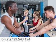 Купить «men and girls talking while training», фото № 29543194, снято 16 апреля 2018 г. (c) Яков Филимонов / Фотобанк Лори