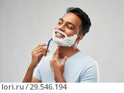 Купить «indian man shaving beard with razor blade», фото № 29546194, снято 27 октября 2018 г. (c) Syda Productions / Фотобанк Лори