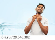 Купить «indian man shaving beard with razor blade», фото № 29546382, снято 27 октября 2018 г. (c) Syda Productions / Фотобанк Лори