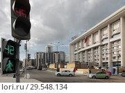 Купить «Москва, здание банка ВТБ на Тургеневской площади», эксклюзивное фото № 29548134, снято 22 июля 2017 г. (c) Дмитрий Неумоин / Фотобанк Лори