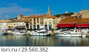 Купить «View of Beaucare town with coast and boats at riverside in France», фото № 29560382, снято 13 октября 2018 г. (c) Яков Филимонов / Фотобанк Лори