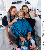 Купить «Hairdressers wit senior woman client making selfie», фото № 29561242, снято 26 июня 2018 г. (c) Яков Филимонов / Фотобанк Лори