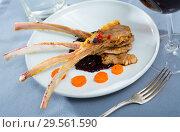 Купить «Baked rack of lamb in sauce with carrots», фото № 29561590, снято 19 февраля 2019 г. (c) Яков Филимонов / Фотобанк Лори