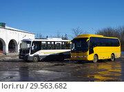 Купить «Автобусы на автостанции в Зарайске», фото № 29563682, снято 9 марта 2018 г. (c) Natalya Sidorova / Фотобанк Лори