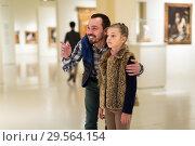 Купить «Father and small daughter exploring paintings in halls», фото № 29564154, снято 15 января 2019 г. (c) Яков Филимонов / Фотобанк Лори