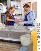 Купить «Male with female working on glass washing machine», фото № 29564362, снято 10 сентября 2018 г. (c) Яков Филимонов / Фотобанк Лори