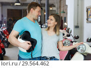 Купить «Portrait couple who is satisfied of shopping», фото № 29564462, снято 8 мая 2018 г. (c) Яков Филимонов / Фотобанк Лори