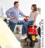 Купить «Couple is shopping and choosing new motobike», фото № 29564478, снято 8 мая 2018 г. (c) Яков Филимонов / Фотобанк Лори