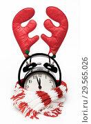 Купить «Черный часы -будильник в вязаном красно-белом шарфе и с оленьими рожками», фото № 29565026, снято 13 декабря 2018 г. (c) Элина Гаревская / Фотобанк Лори