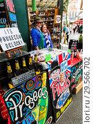 Купить «England, London, Southwark, London Bridge City, Borough Market, Bar», фото № 29566702, снято 20 января 2019 г. (c) age Fotostock / Фотобанк Лори