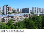 Купить «Пятиэтажный трёхподъездный кирпичный жилой дом серии, построен в 1963 году. 11-я Парковая улица, 8 . Район Восточное Измайлово. Город Москва», эксклюзивное фото № 29568222, снято 8 июня 2015 г. (c) lana1501 / Фотобанк Лори