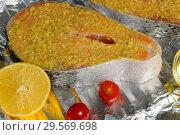 Купить «Приготовление семги с лимоном. Кусок рыбы на фольге перед запеканием», фото № 29569698, снято 13 декабря 2018 г. (c) ирина реброва / Фотобанк Лори