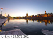 Купить «View of the Moskva River and the Kremlin (at night), Moscow, Russia--the most popular view of Moscow», фото № 29572262, снято 24 марта 2018 г. (c) Владимир Журавлев / Фотобанк Лори
