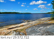 Купить «Beautiful rocky shore of the White sea. Bay Chupa, Karelia, Russia», фото № 29572722, снято 10 августа 2018 г. (c) Сергей Трофименко / Фотобанк Лори