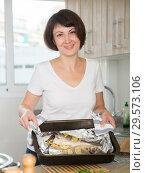 Купить «Housewife cooking dorado fish», фото № 29573106, снято 22 ноября 2018 г. (c) Яков Филимонов / Фотобанк Лори