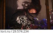 Купить «Emotionally singer turns the hair on the performances of the rock group», видеоролик № 29574234, снято 16 января 2019 г. (c) Константин Шишкин / Фотобанк Лори