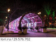 Купить «Glowing tunnel on Tverskoy Boulevard in the New year and Christmas holidays in the early morning, Moscow, Russia», фото № 29576702, снято 17 декабря 2018 г. (c) Наталья Волкова / Фотобанк Лори