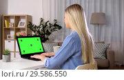 Купить «woman typing on laptop with green screen at home», видеоролик № 29586550, снято 8 декабря 2019 г. (c) Syda Productions / Фотобанк Лори