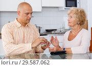 Купить «Man taking money from his mother», фото № 29587062, снято 11 июля 2018 г. (c) Яков Филимонов / Фотобанк Лори