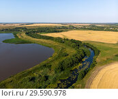 Купить «Natural landscape of central Russia with field, river and pond in August», фото № 29590978, снято 30 июля 2018 г. (c) Володина Ольга / Фотобанк Лори