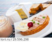 Купить «Pate on toasted bread with soft blue cheese», фото № 29596298, снято 23 июля 2019 г. (c) Яков Филимонов / Фотобанк Лори