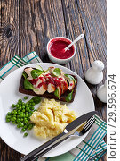 Купить «open faced hot roast turkey breast sandwich», фото № 29596674, снято 16 декабря 2018 г. (c) Oksana Zh / Фотобанк Лори