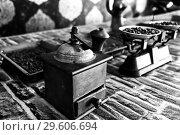 Купить «Vintage scales with coffee beans in store. manual coffee grinder. black and white view», фото № 29606694, снято 5 июля 2018 г. (c) Евгений Бусурманов / Фотобанк Лори