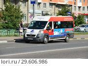 Купить «Маршрутное такси № 412м на рейсе. Белореченская улица. Район Марьино. Город Москва», эксклюзивное фото № 29606986, снято 25 июля 2015 г. (c) lana1501 / Фотобанк Лори