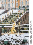 Купить «Петергоф зимой. Фонтан Самсон и Большой каскад», фото № 29607474, снято 22 января 2018 г. (c) Юлия Бабкина / Фотобанк Лори