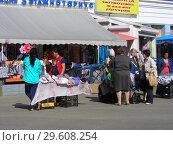 Купить «Уличная торговля с рук вещами рядом с железнодорожной станцией в Мытищах Московской области», эксклюзивное фото № 29608254, снято 25 мая 2015 г. (c) lana1501 / Фотобанк Лори