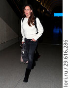 Купить «Jennifer Garner arrives at Los Angeles International (LAX) Airport Featuring: jennifer garner Where: Los Angeles, California, United States When: 14 Mar 2018 Credit: WENN.com», фото № 29616286, снято 14 марта 2018 г. (c) age Fotostock / Фотобанк Лори