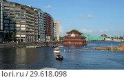 View on chinese restaurant Sea Palace in Amsterdam near Central Station in Oosterdok haven (2018 год). Редакционное видео, видеограф Serg Zastavkin / Фотобанк Лори
