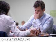 Купить «Чемпион мира Magnus Carlsen, Норвегия (справа) на чемпионате мира по быстрым шахматам в Санкт-Петербурге», фото № 29623370, снято 28 декабря 2018 г. (c) Stockphoto / Фотобанк Лори
