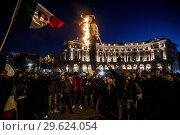 Купить «Protestors hold up and burning an effigy of Italian Minister of Economic Development, Labour and Social Policies, Luigi Di Maio in Rome, ITALY-27-12-2018.», фото № 29624054, снято 27 декабря 2018 г. (c) age Fotostock / Фотобанк Лори