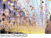 Купить «Яркие гирлянды на Никольской улице. Москва», фото № 29624822, снято 27 декабря 2018 г. (c) Евгений Ткачёв / Фотобанк Лори