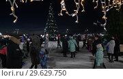 Купить «Снежный городок, новогодняя елка в Петропавловске-Камчатском», видеоролик № 29629750, снято 1 января 2019 г. (c) А. А. Пирагис / Фотобанк Лори