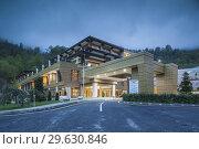 Azerbaijan, Qabala, Gabala, Qafqaz Tufandag Mountain Resort Hotel, dusk. Стоковое фото, фотограф Walter Bibikow / age Fotostock / Фотобанк Лори