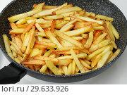 Сковородка с жареной картошкой. Стоковое фото, фотограф Dmitry29 / Фотобанк Лори