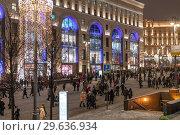 Купить «Moscow, Russia -January 2. 2019. Mass Christmas celebrations on a Lubyanka Square», фото № 29636934, снято 2 января 2019 г. (c) Володина Ольга / Фотобанк Лори